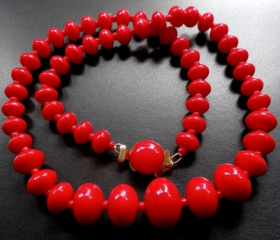 Vintage bright lipstick red glass bead necklace push clasp necklace