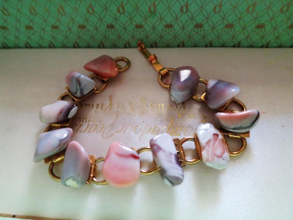 Here is a Beautiful vintage Scottish polished  agate stone bracelet 7""