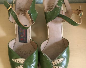 1940's green wedge peep toe sandals / 40's vintage shoes / 1940's women's shoes