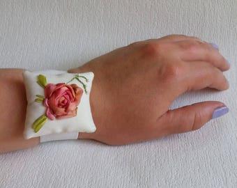 "Wrist pincushion ""Elegance Rose"" - Embroidered Pincushion - Pincushion for sale - Embroidered rose - Sewing accessories"