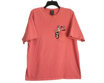 Vintage 90's Looney Tunes Taz, Wile E. Coyote, Road Runner, Bugs, Tweety, and Sylvester Embroidered Salmon Pink Peach Pocket T-Shirt Large