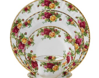 12 5 Piece Settongs Royal Albert Old  Country Roses