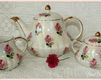 Heatmasters, England: Vintage teapot, creamer & sugar bowl with pink roses