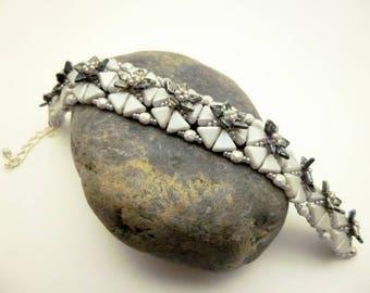 Bracelet tissé tissage à l'aiguille perles de bohème