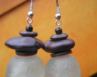 Great earrings made of recycled glass in Ghana