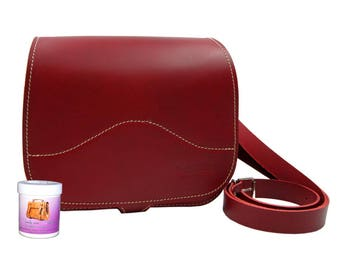 Handbag-shoulder bag ina made of high quality leather in red