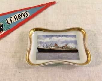 """Little pin tray / Souvenir ashtray in fine Limoges porcelain """"France"""" transatlantic liner, illustration in the center, golden edges, 1960's"""