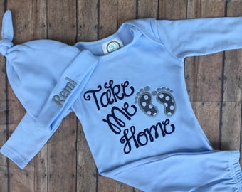 Baby boy coming home outfit, personalized baby gown and hat set. Baby Shower Gift.