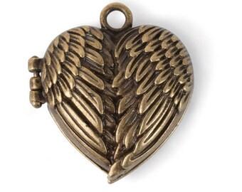 Heart Wings Locket w/ magnet clasp (STEAM313)