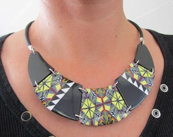 Bib necklace in polymer clay. Fashion necklace. Choker necklace. Jewel.