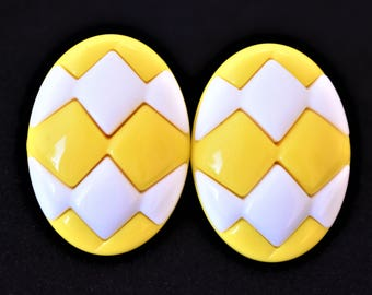 "Vintage 80s Yellow Quilted Egg Oval Statement Earrings Clip On 1.25"" Retro Costume Jewelry"