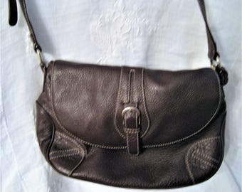 Etienne Aigner Brown Leather Shoulder Bag 100% Genuine Leather Tag Cross Body Purse Adjustable Strap Front Back Inside Pockets Snap Closure