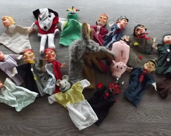 17 Marionnettes. Guignol. Old puppets.  Vintage. France