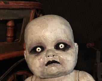 Creepy doll - Gruselig