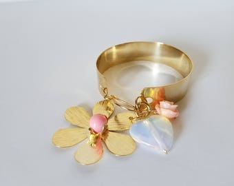 Bronze bracelet with gold plating and a beautiful flower