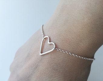 Dainty sterling silver heart bracelet. Delicate silver bracelet. Dainty jewelry. Minimalist bracelet. Gift for her. Scandinavian jewelry.