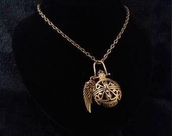 Joli collier harmonie boule ange appelant pendentif