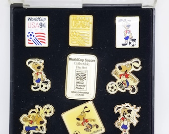 Vintage world cup USA soccer collectible 9 pin set