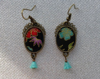 Earrings black Japanese paper and string of multicolored flowers.