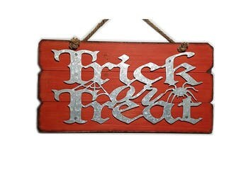 ESE Wood sign wall decor, wood plaque with cutout Galvanize 'Trick or Treat'  Halloween
