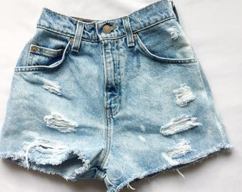 "Size 24"" Womens Vintage Levis High Rise Denim Shorts"