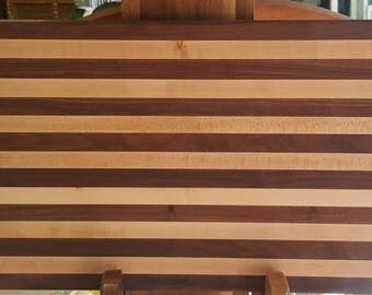 Solid wood cutting board in maple and walnut