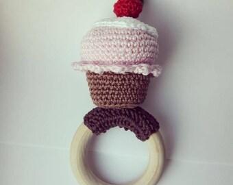 Cupcake teething ring