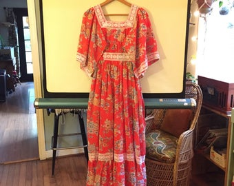 1970's Bell Sleeve Peasant Dress