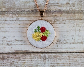 "Summer Flowers With Baby's Breath. 25mm (1"") Rose Gold Circle Pendant. 18"" Chain."