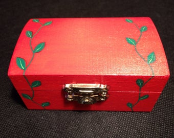 Red wooden trinket jewellery box with leaf detail. Hand painted.