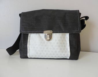 Shoulder bag in linen coated black graphic pattern