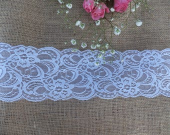 2.5 m Burlap and Ivory Lace Table Runner ~ Vintage Weddings