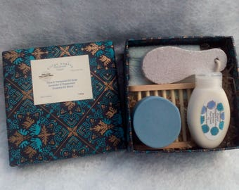 Peppermint Soap Intensive Foot Care Gift Box Peppermint Organic Intensive Foot Cream, Soap Dish, Foot File and a Fluffy Flannel. Vegan