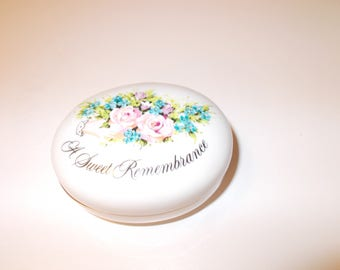 A Sweet Remembrance, A Token of Love, Avon Trinket Box, Valentine's Day 1982