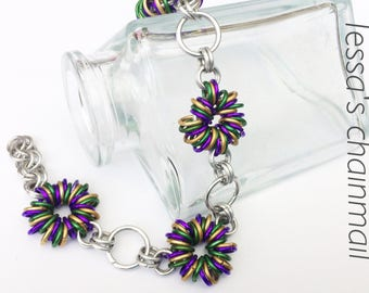 Chainmaille bracelet, flower bracelet, nature bracelet, golden bracelet, green bracelet, purple bracelet, Tessa's chainmail