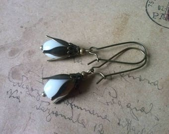 Snowdrop earrings ~ bronze ~.