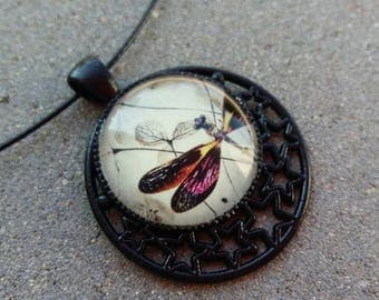Necklace with glass cabochon rigid black cable