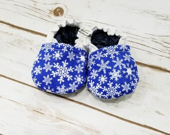 Snowflake baby booties, Snowflake baby shoes, Christmas Baby Booties, Holiday Baby Booties, Baby crib shoes, baby shoes, baby booties