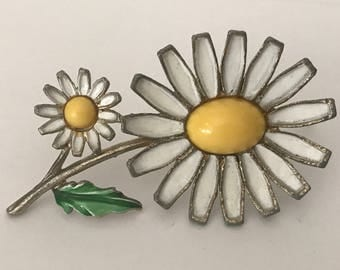 Vintage signed Weiss white and yellow enamel daisy brooch pin flower brooch pin