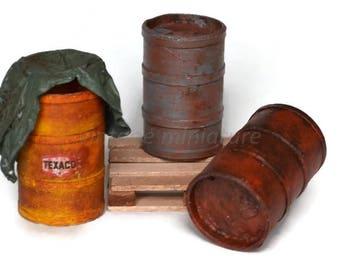 Set of 3 drums of fuel 1/18