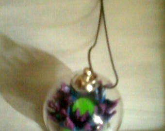 Pendant glass globe and its blue lotus flower