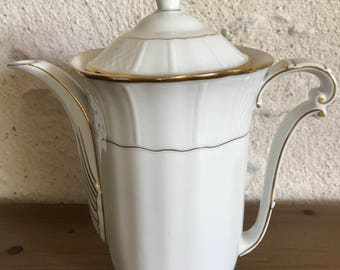 White and gold porcelain coffee pot.