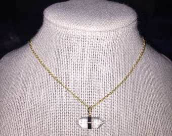 Clear pendent necklace