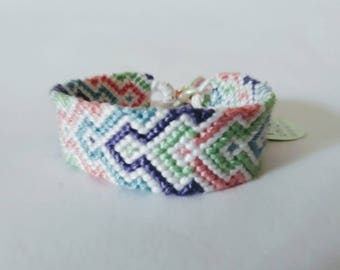 model: summer breeze (friendship bracelet 14 DMC thread)