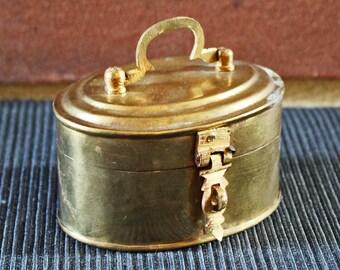 Miniature Vintage oval INDIAN solid brass Jewellery box (jewelry box, trinket box) with latch