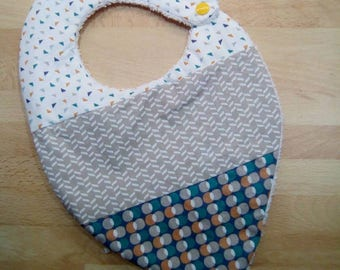 Cute bandana bib in coton and sponge in green, blue, beige and orange tones