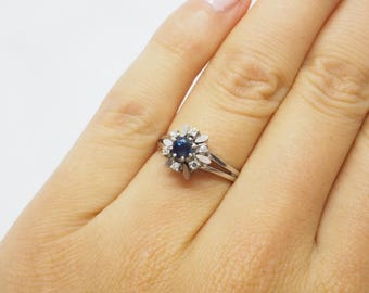 Ring set with a faceted Sapphire and 6 Octagon-cut diamonds 14 K