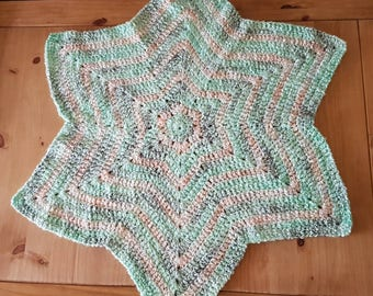 Star shaped baby blanket in green multi