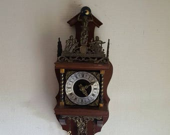 RARE old cuckoo clock wood and regulates 50cm