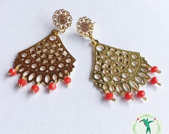 Earrings with red crystals